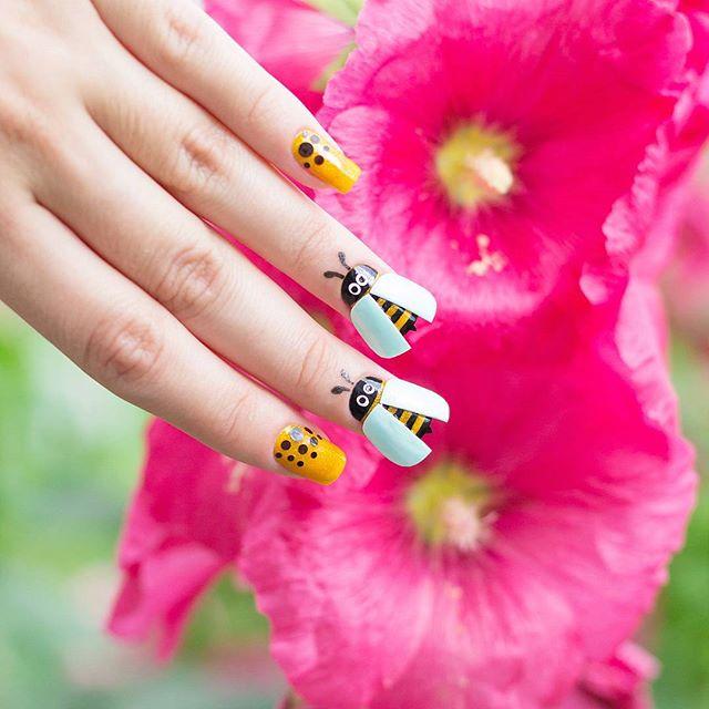 45 Cute Animal Nail Art; Trend Nail art; bee nails