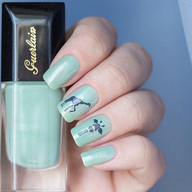 45 Cute Animal Nail Art; Trend Nail art; blue nails; giraffe nails
