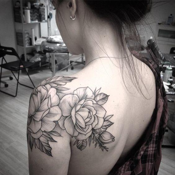 50+ back Shoulder Tattoo Ideas For Woman; flower tattoos; back shoulder tattoos; beautiful tattoos; shoulder tattoos; sex tattoos