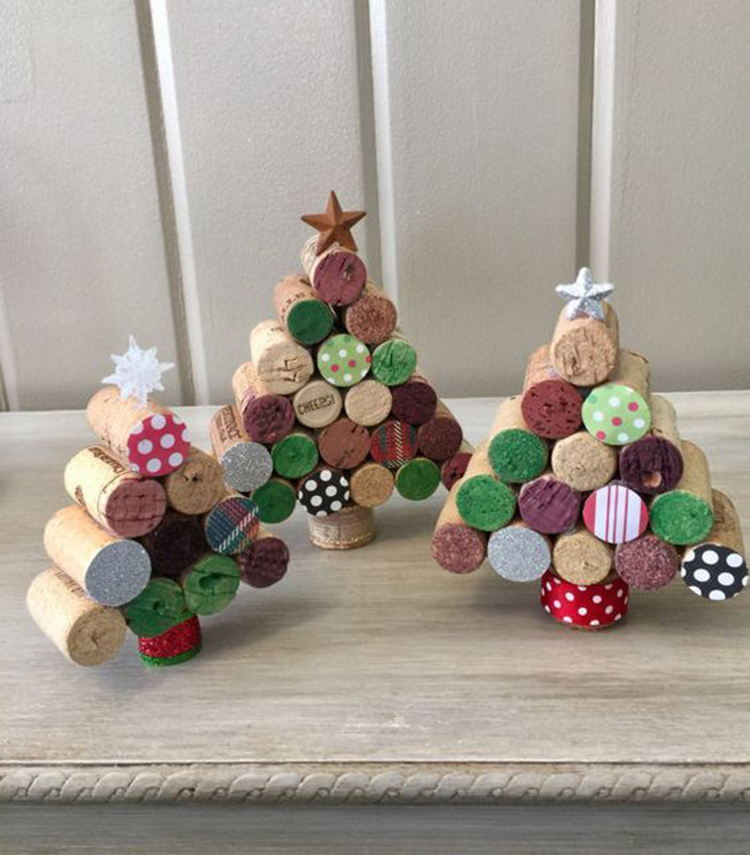 40+ Mini Wine Cork Christmas Decoration inspirations; include ChristmasTree; Christmas Wreath; Tabletop Decoration; Perfect for Rustic Cottage; Cabin or Lodge Decor