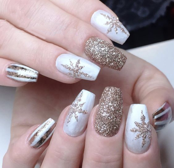 Coffin Nails; Long Nails; Christmas nails; winter nails; Snowflake nails; White nails; Winter Nails; glitter nails;
