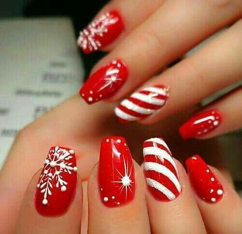 16+ Classic And Traditional Easy Red Coffin Christmas Nails