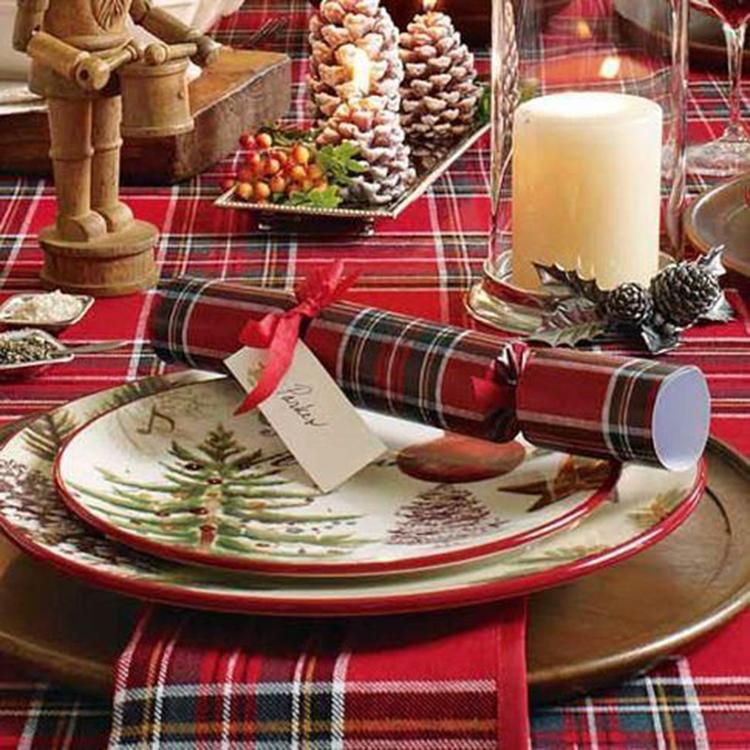 Christmas Table Decorations Centerpiece,Christmas Table Settings Ideas, Christmas Tablescapes,Modern Christmas Tablescapes, Christmas Table Decorations,