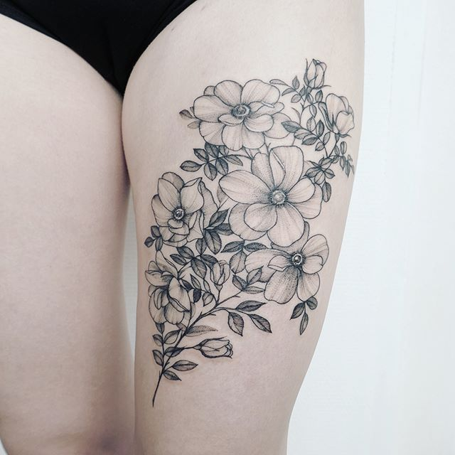 Chic Memorial Thigh Tattoos, Tattoos on Thigh, simple Tattoo ; Flower Tattoos; Beautiful Tattoos; Sex Thigh Tattoos, Body Painting, tattoo designs
