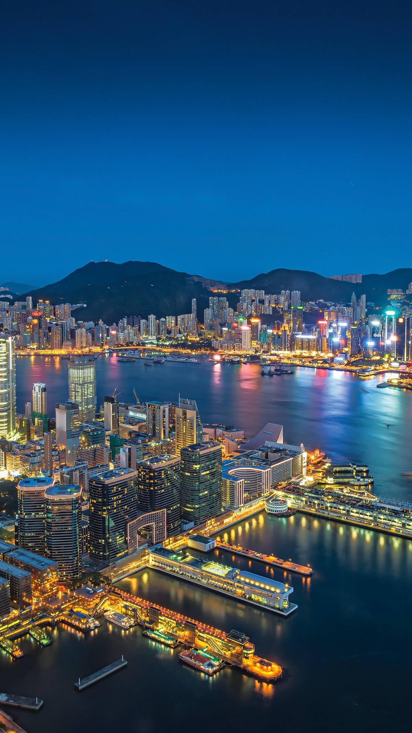 The must-see attractions in Hong Kong. To travel to Hong Kong, these 6 iconic places are not to be missed.
