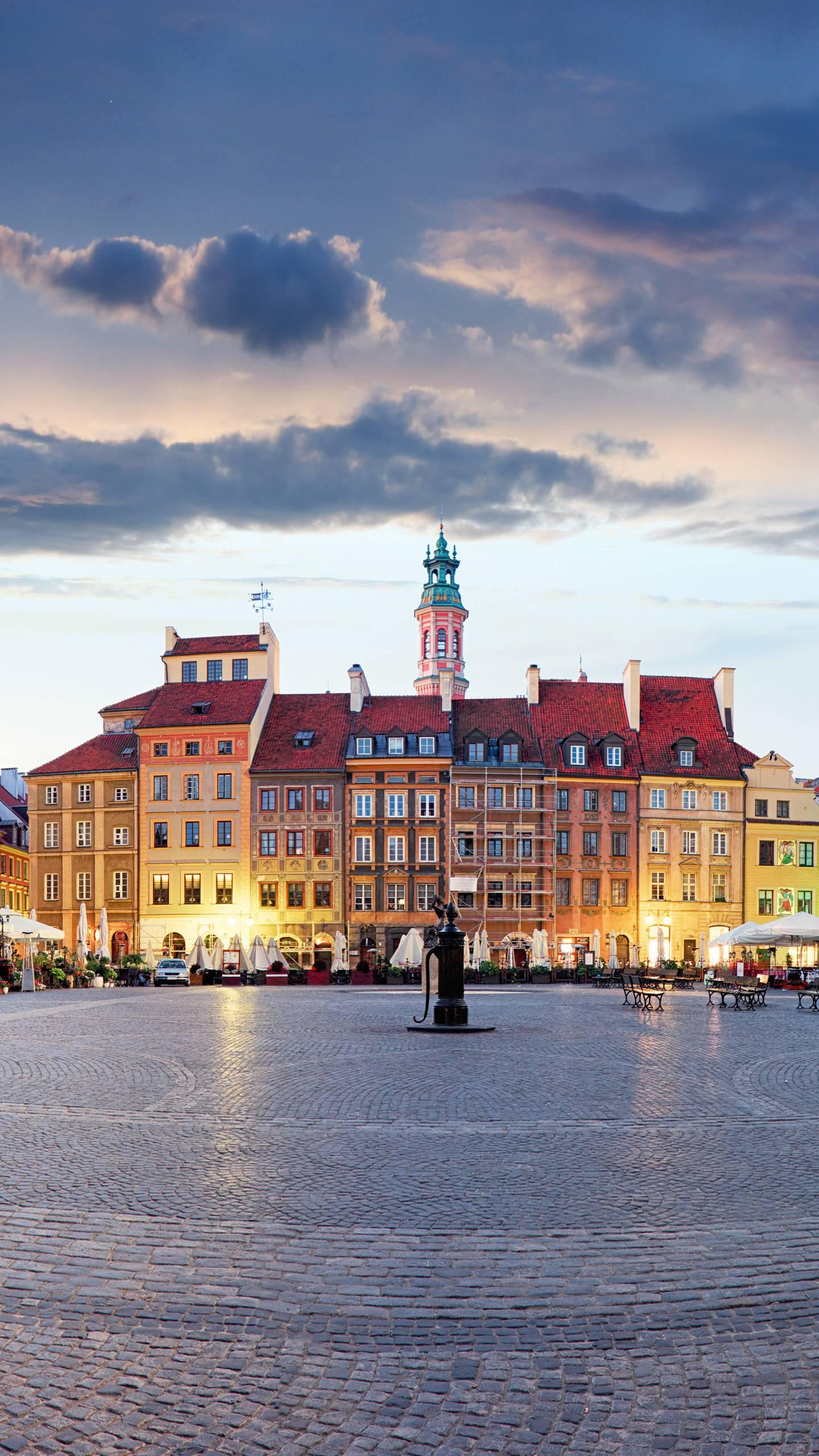Warsaw - Market Square. The oldest part of Warsaw is also one of the most important tourist attractions.