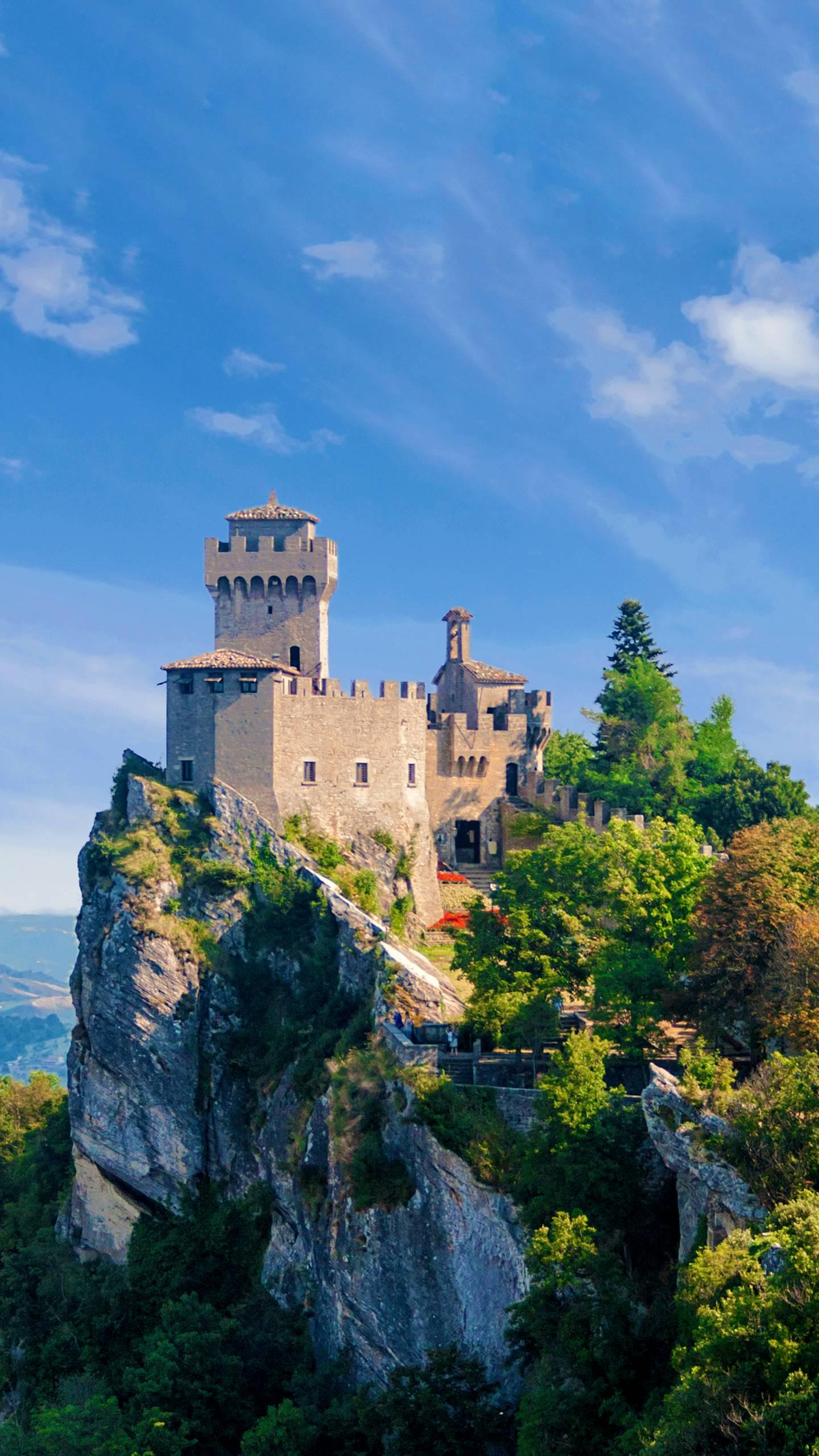 The country of the pockets of the mountains. San Marino is one of the most pocket-sized countries in the world, and the whole country is surrounded by Italy and belongs to the country of the country.