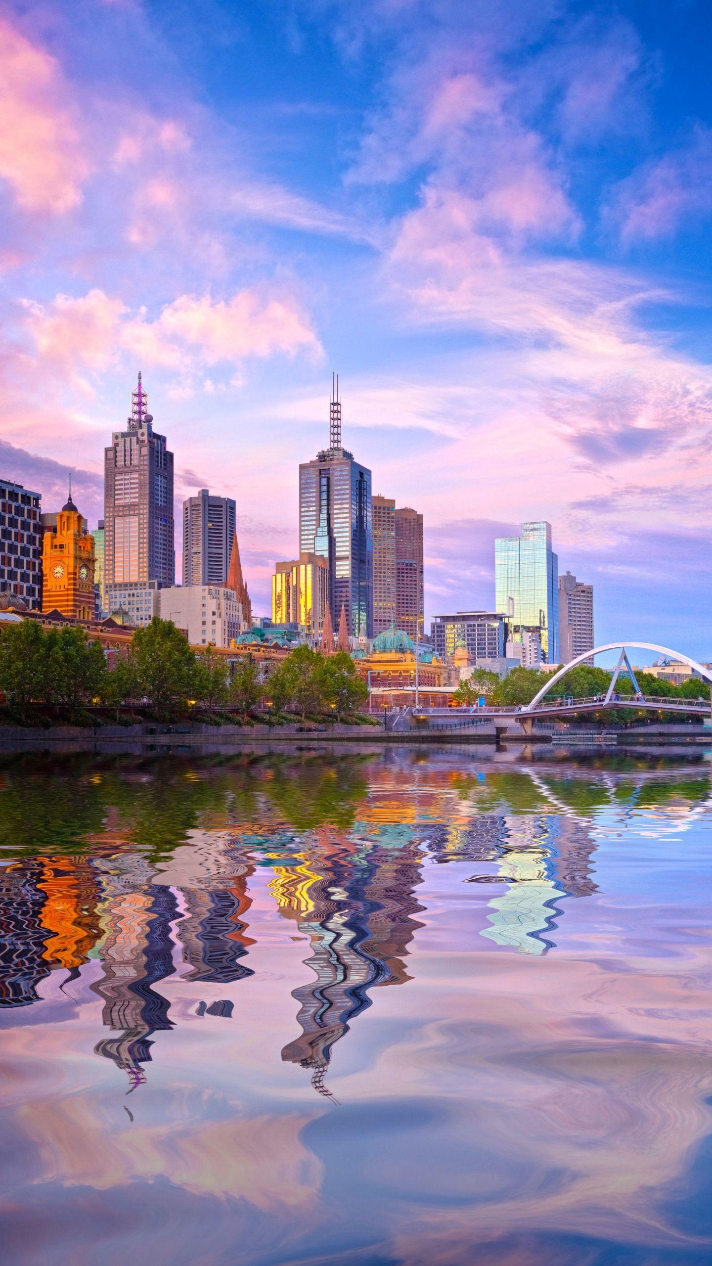 Go shopping in Melbourne. Traveling abroad, the most happy thing is to play and buy, so that your travel is more enjoyable.