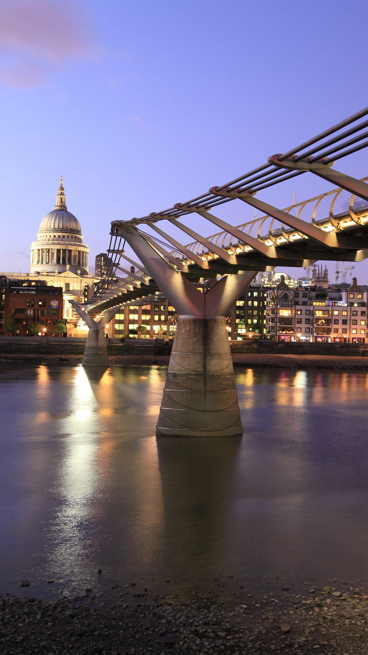 Bridge over the Thames. Do you know the 9 bridges across the Thames in downtown London? Come check it out.