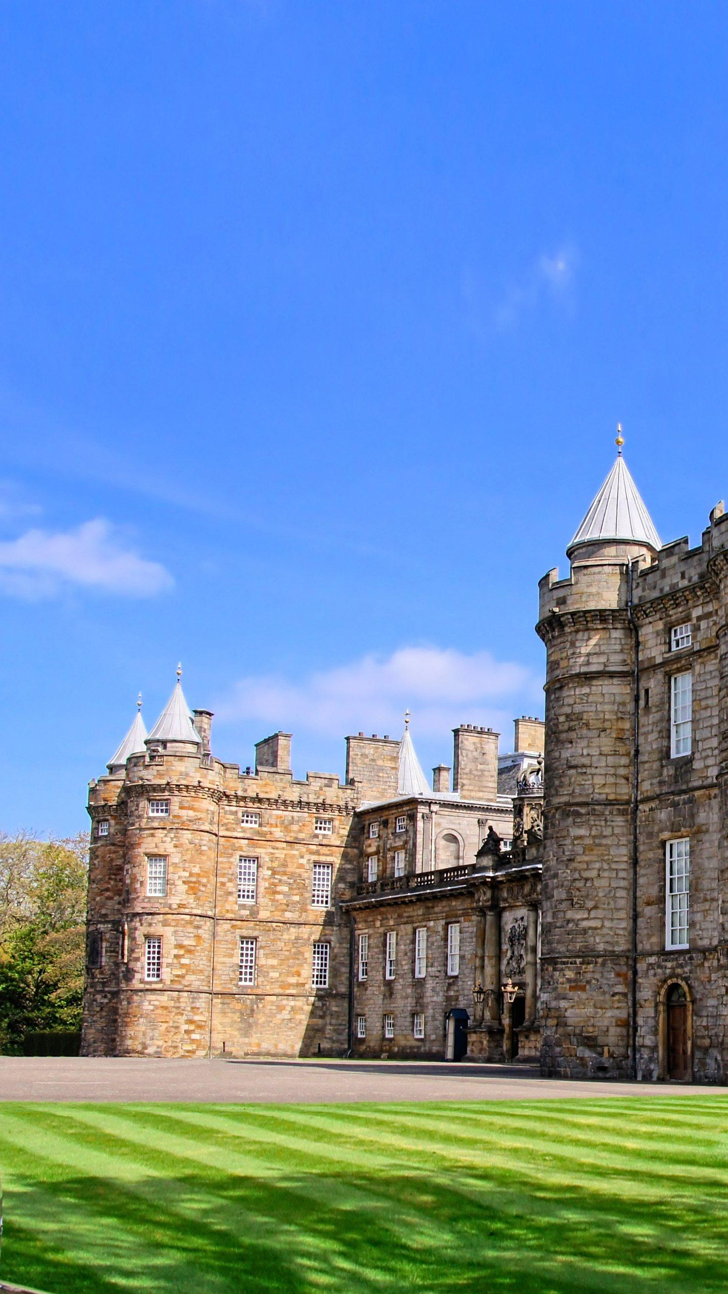Edinburgh - Holyrood Palace. Originally a monastery, it later became the palace of the Scottish royal family and is still the residence of the Queen of England to Scotland.