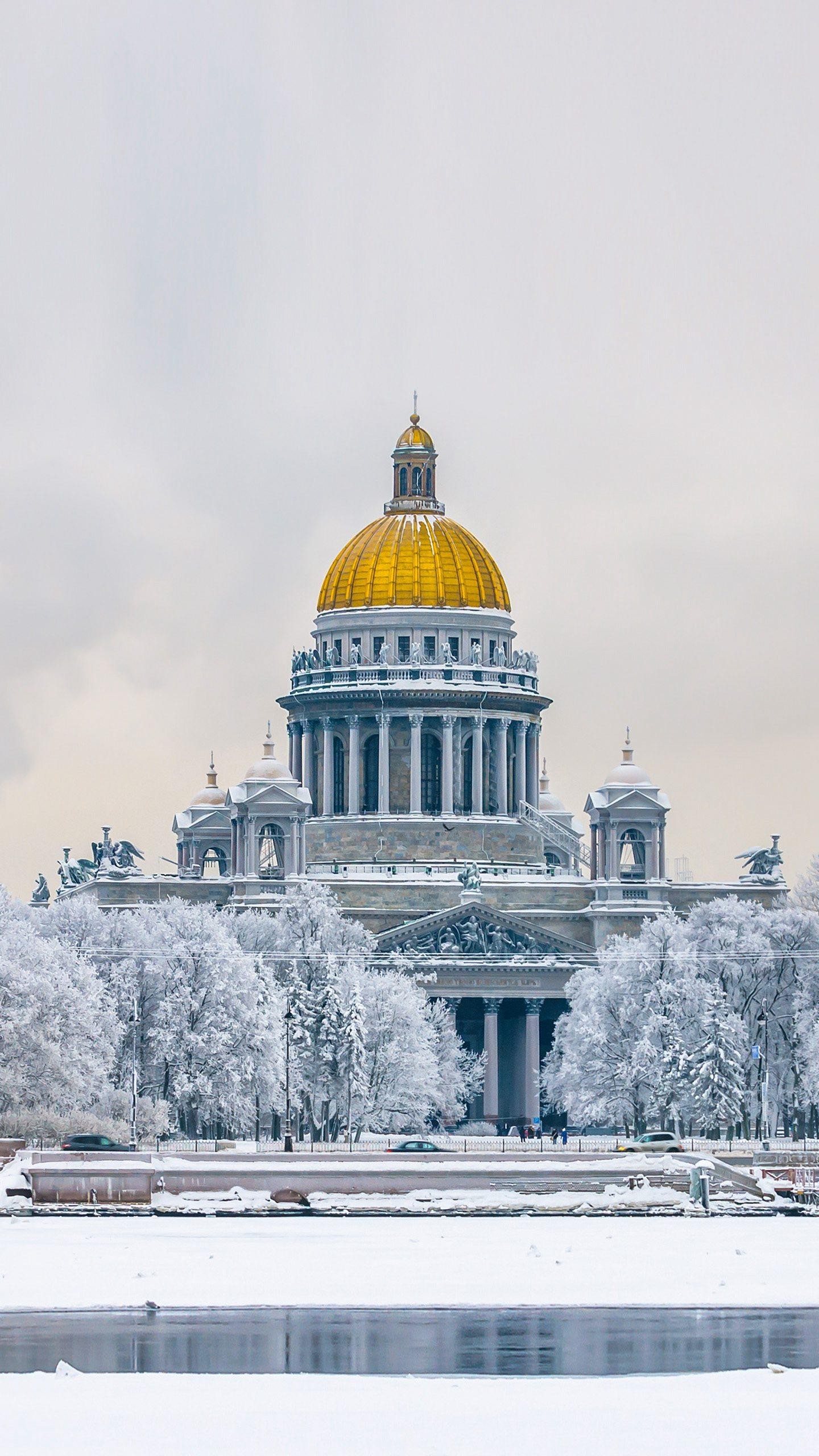 St. Petersburg in the winter. Come to the ultimate winter St. Petersburg tour and experience the human feelings in the snow scene.