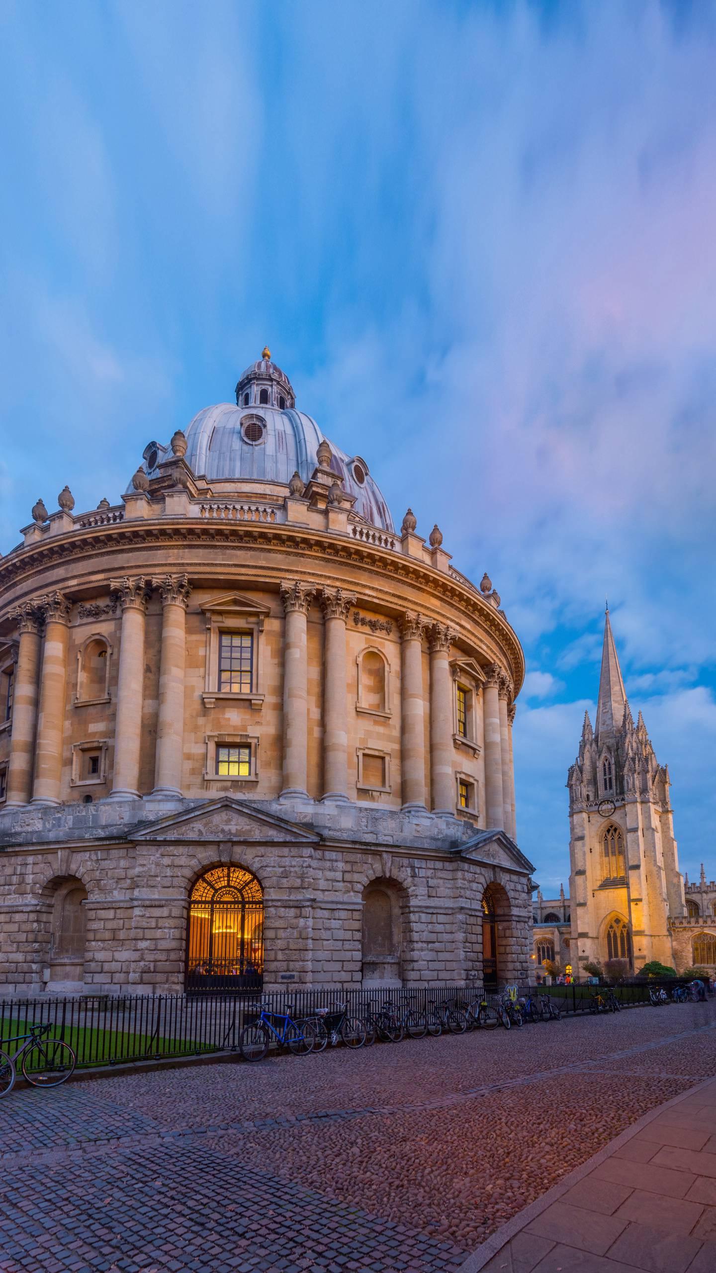 Britain - Oxford. Oxford is the main reason why many people come to visit Oxford. It has produced many outstanding people around the world.