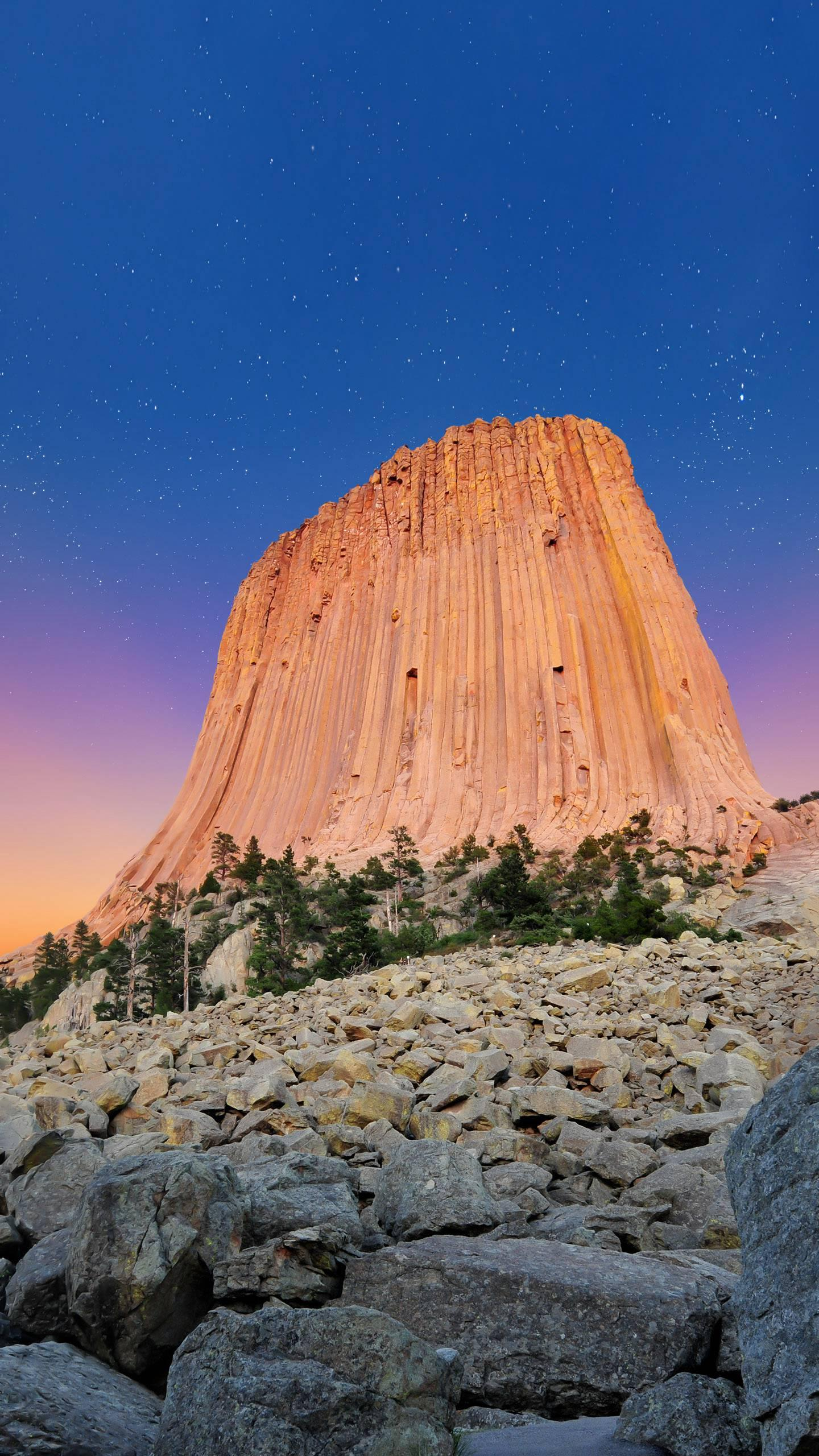 "Mysterious Devil's Tower. The cause of formation is still a mystery, it may be the ""base of aliens""!"