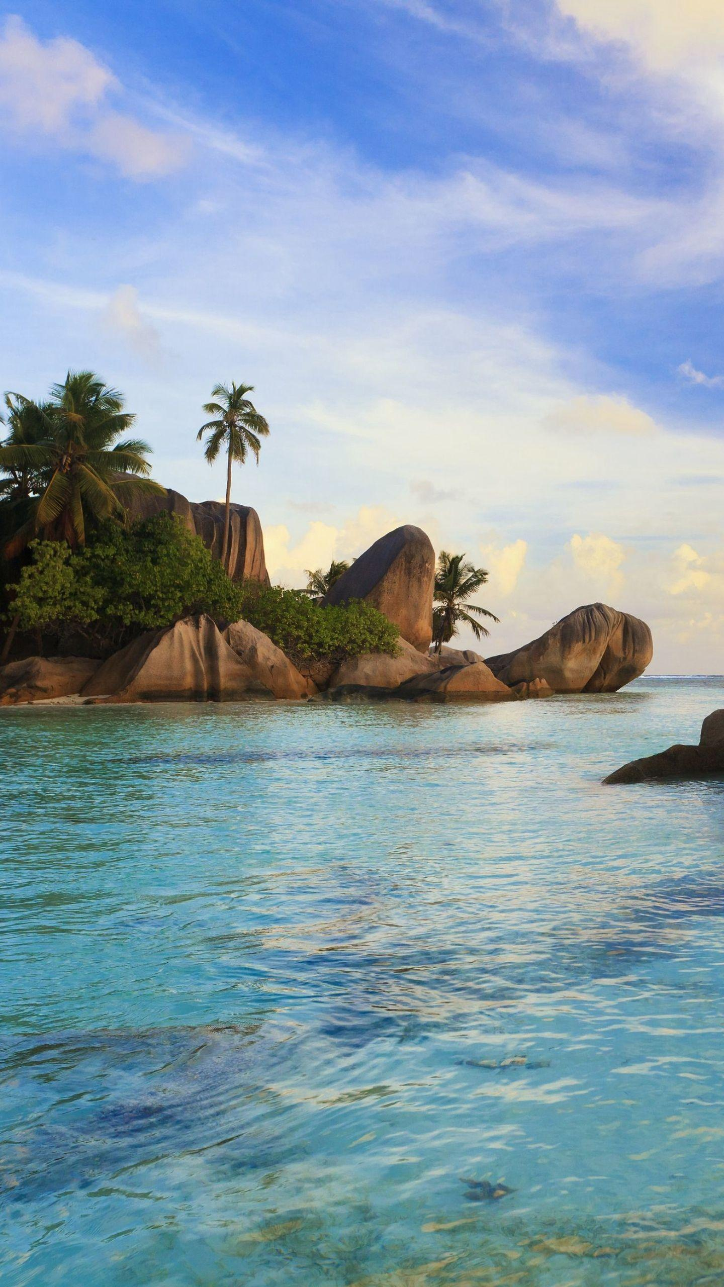The beauty of Seychelles. Seychelles was listed by <<Lonely Planet>> as one of the 50 destinations that must go for a lifetime. It is also the honeymoon of Kate and William.