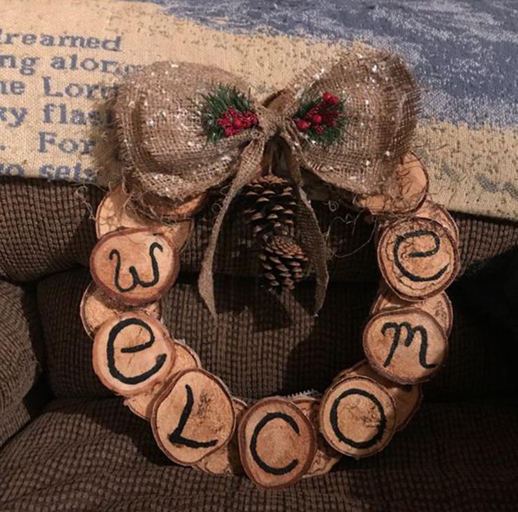 Rustic Wood Slice Wreath; Holiday Wreath; Christmas Decorations; DIY Christmas Centerpiece; Christmas Crafts; Christmas Decor DIY