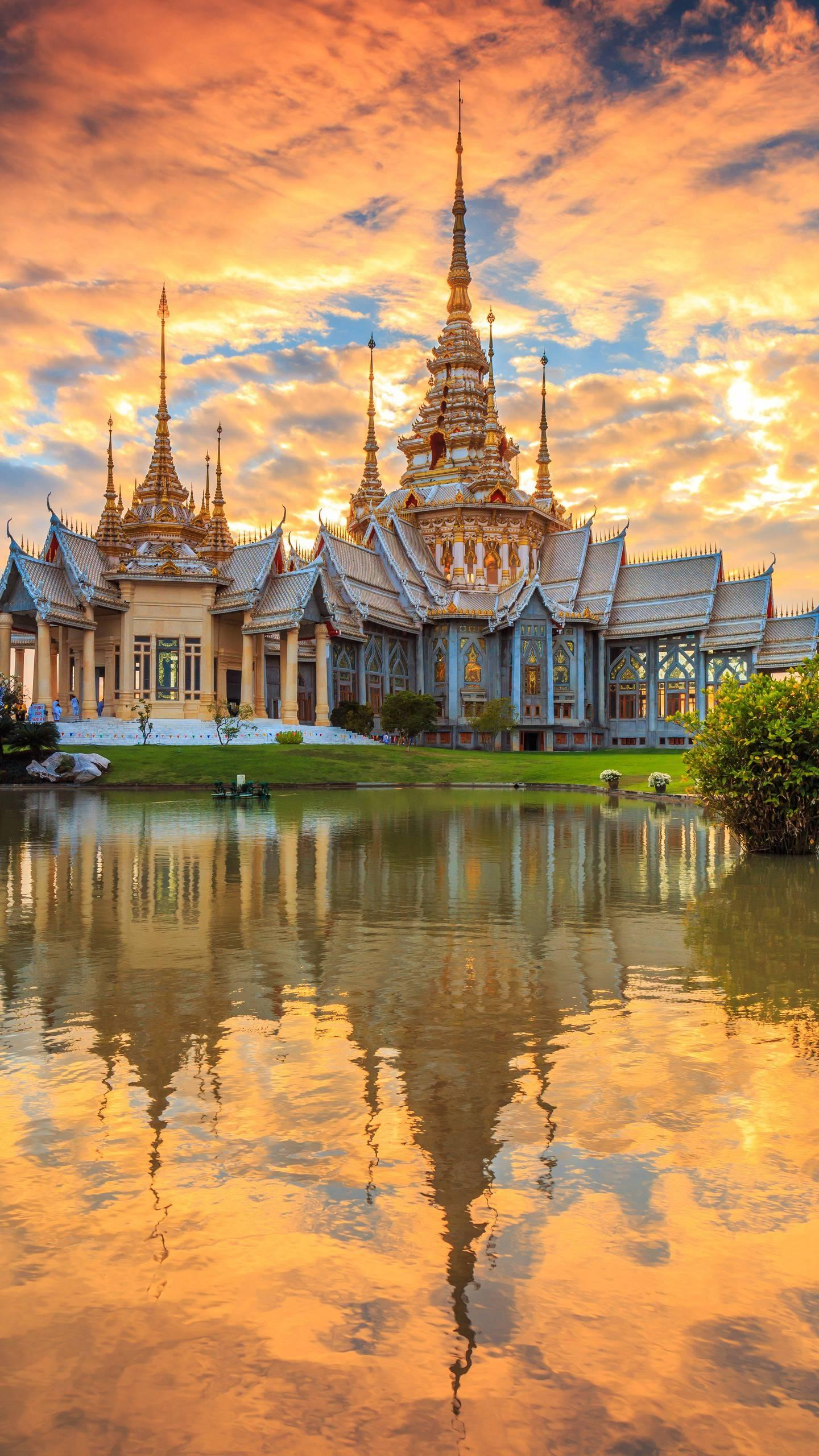 Thailand has always been classified as a popular tourist destination. It is affected by the tropical monsoon and is divided into hot season, cool season and rainy season.