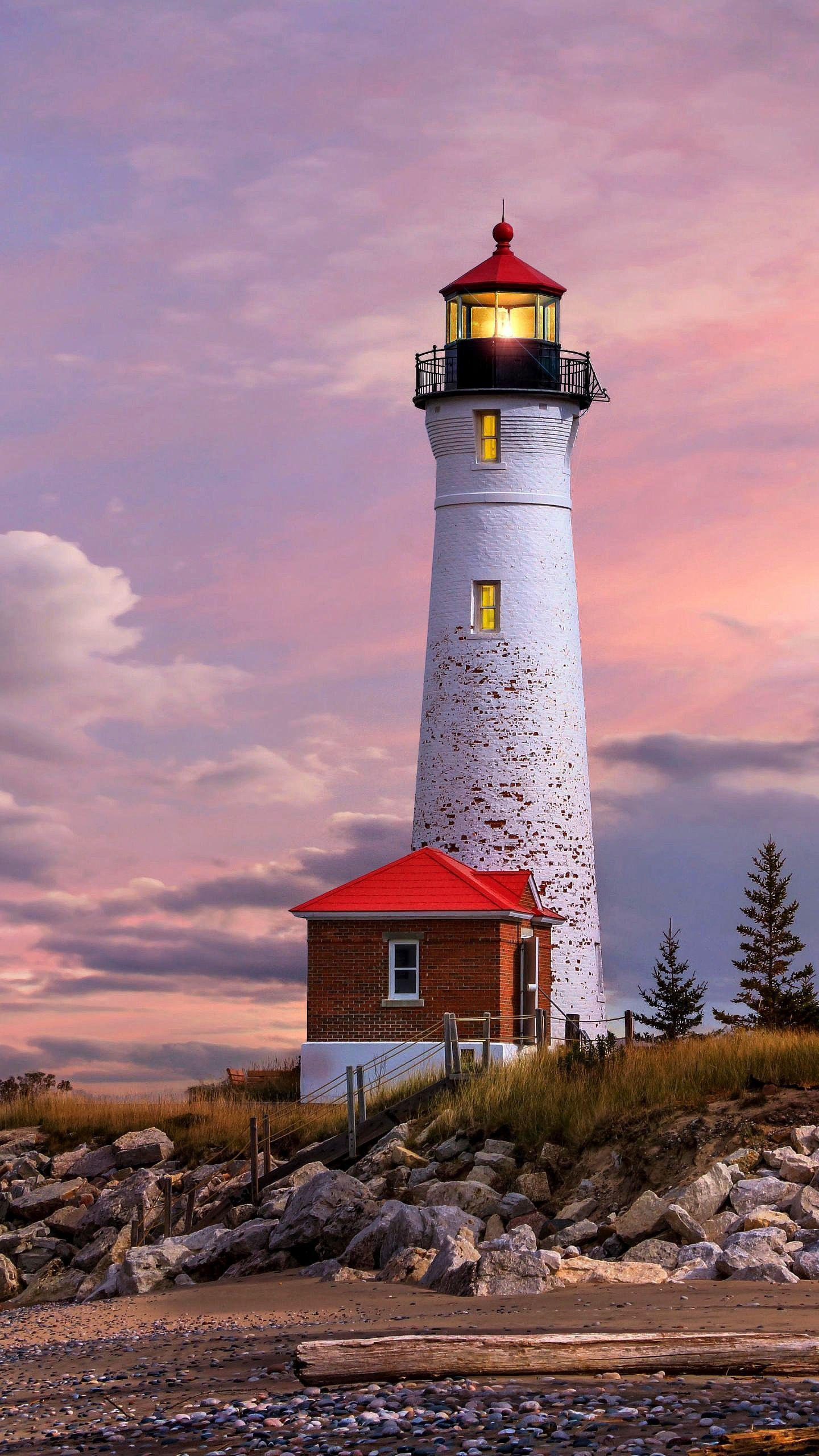 The lighthouse in Michigan, USA, is famous for its Lighthouse in Michigan. Many lighthouses are scattered on the 3,200-mile coastline and become a landscape.