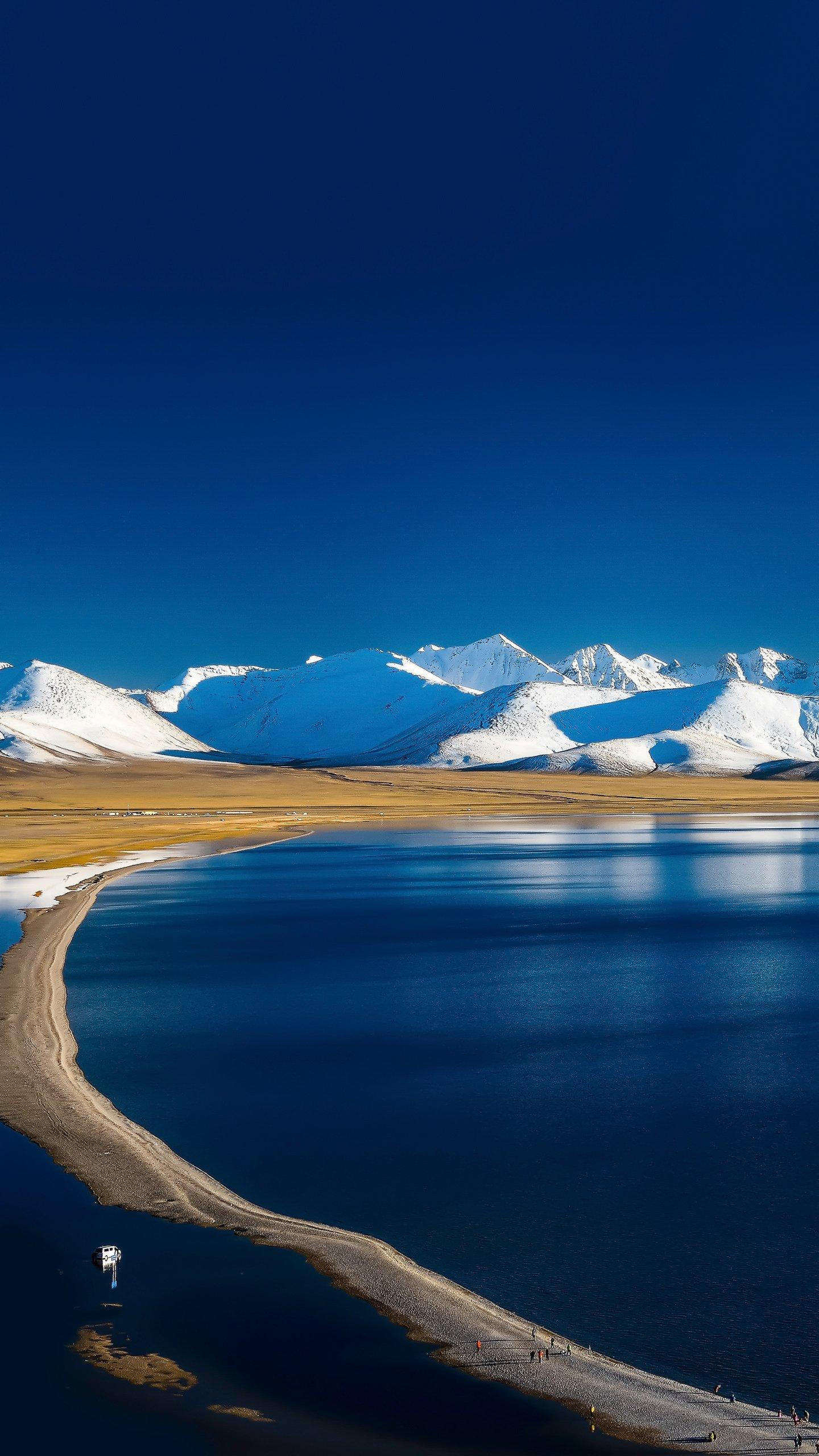 Tibet - Namco. The largest lake in the world, like a huge treasure mirror, is set in the grasslands of northern Tibet.