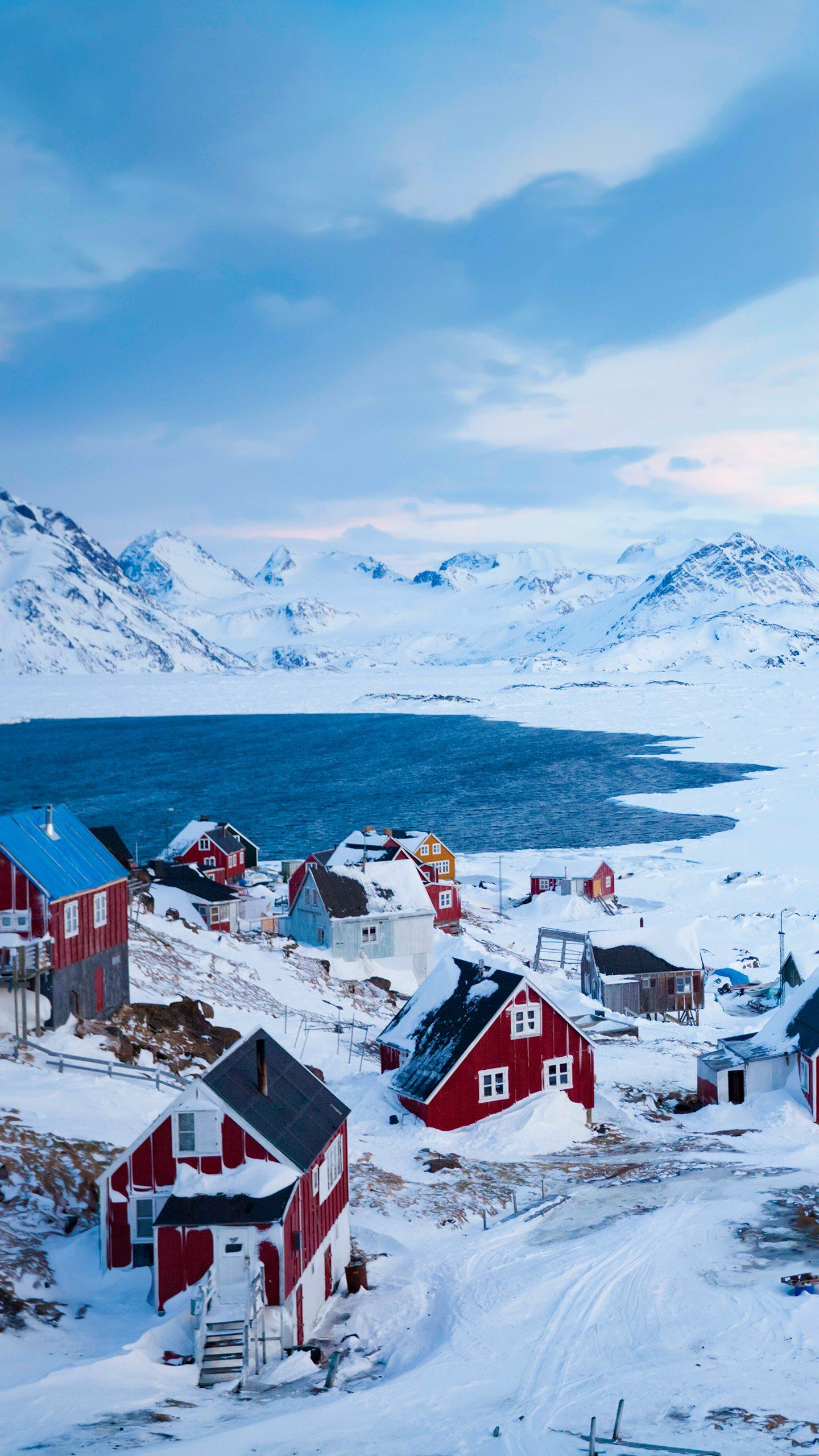 The world's largest island. Greenland is the largest island in the world. The island is cold all year round and is a typical cold climate.