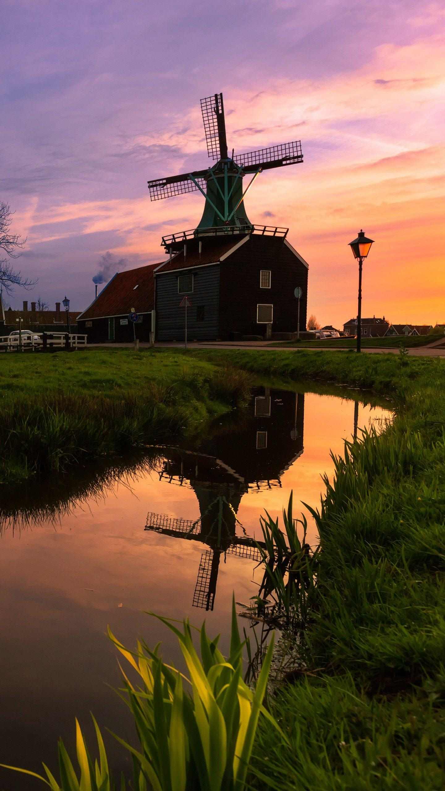Dutch windmill village. Zaanse has preserved ancient windmills and old house buildings, and the beautiful ecological environment attracts tourists from all over the world.