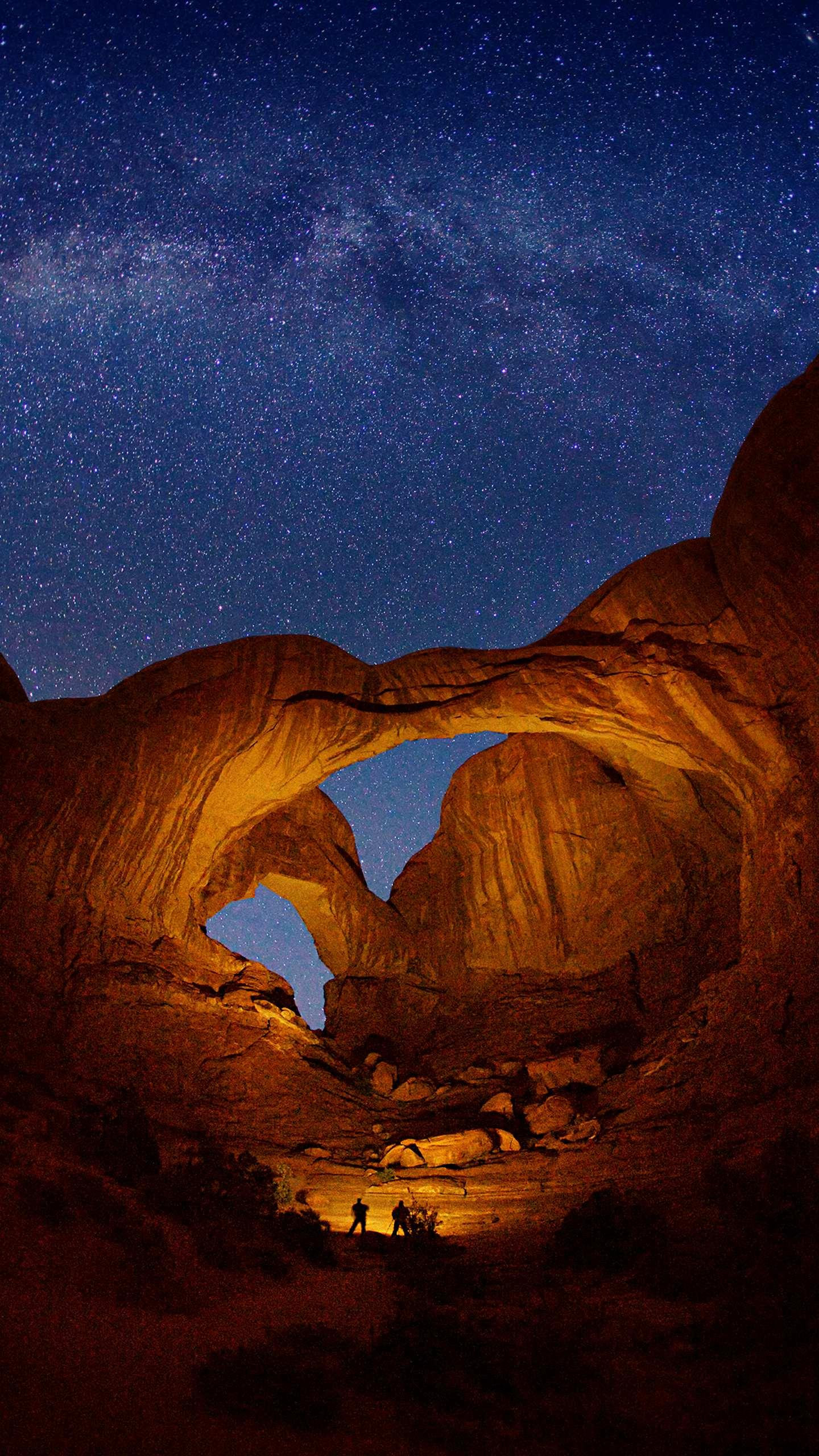 Arches National Park. It is the world's largest arch-like natural sandstone concentration, and the magical power of nature has made it here.