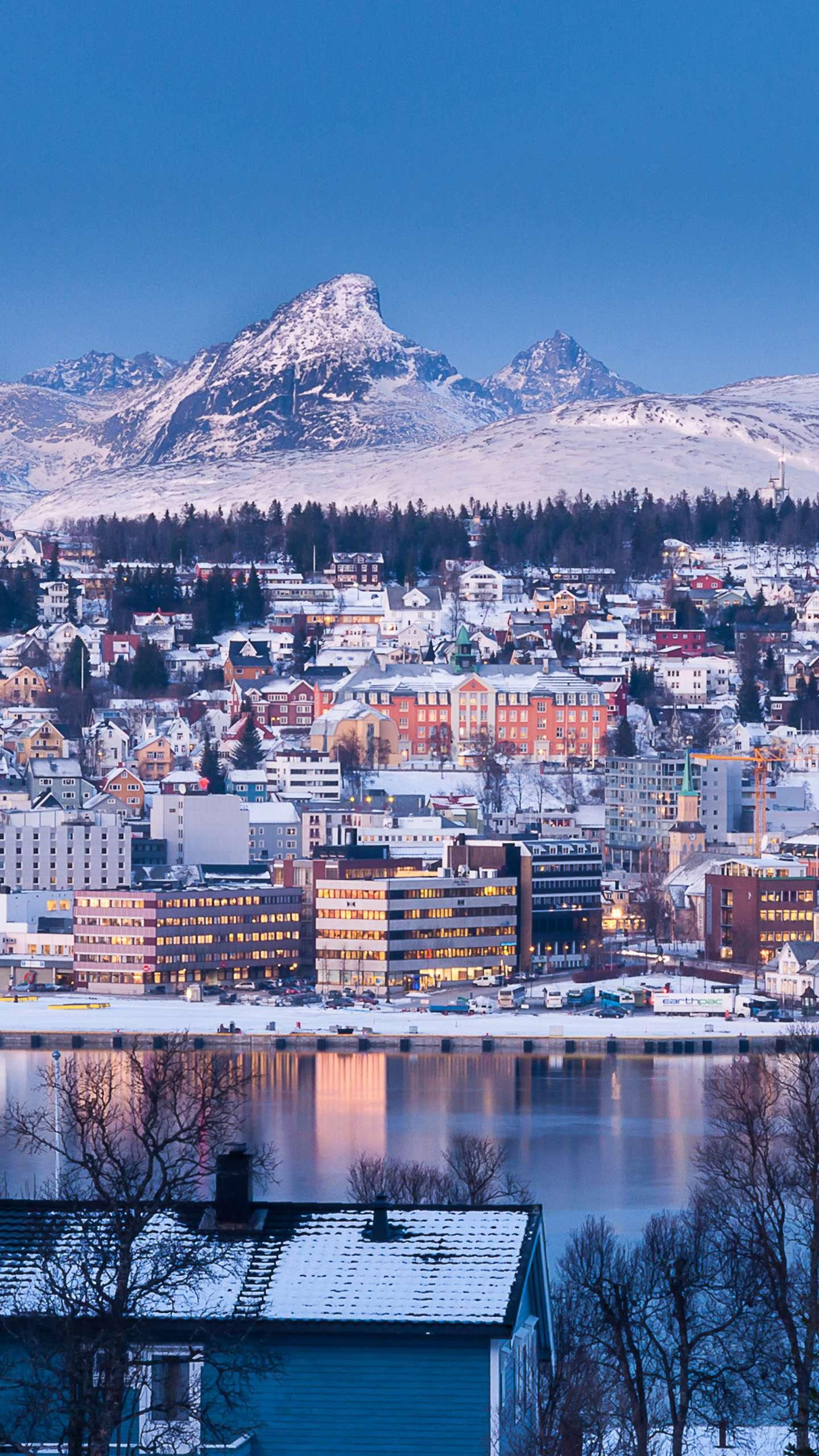 Norway - Tromsø. The largest port city in northern Norway, due to the passage of the North Atlantic warm current, is not frozen in winter, is a year-round non-freezing port.
