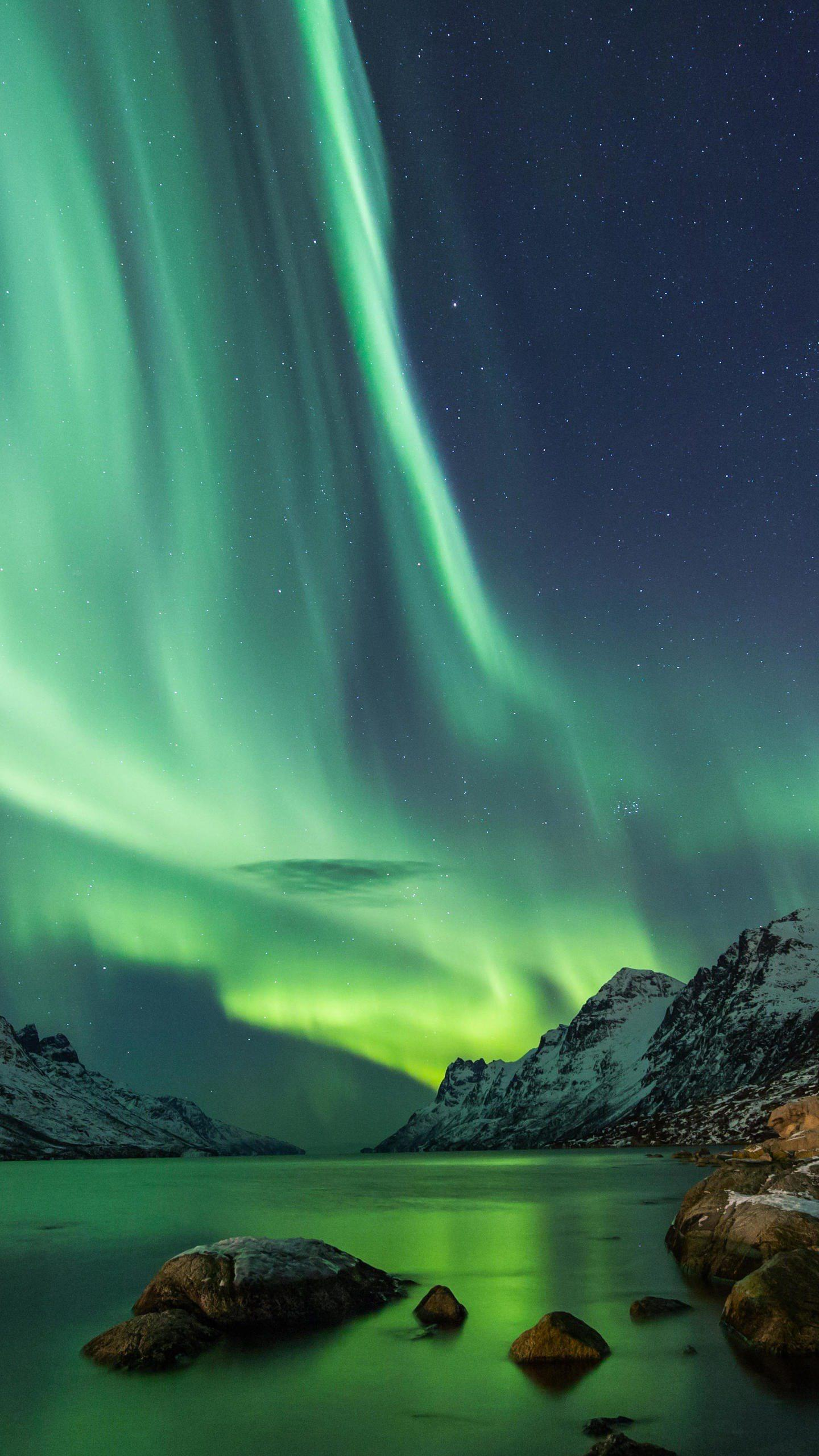 The magical aurora. The colors of the Northern Lights are different in color. The most common is the most green, from the first to the end, and it is unpredictable.