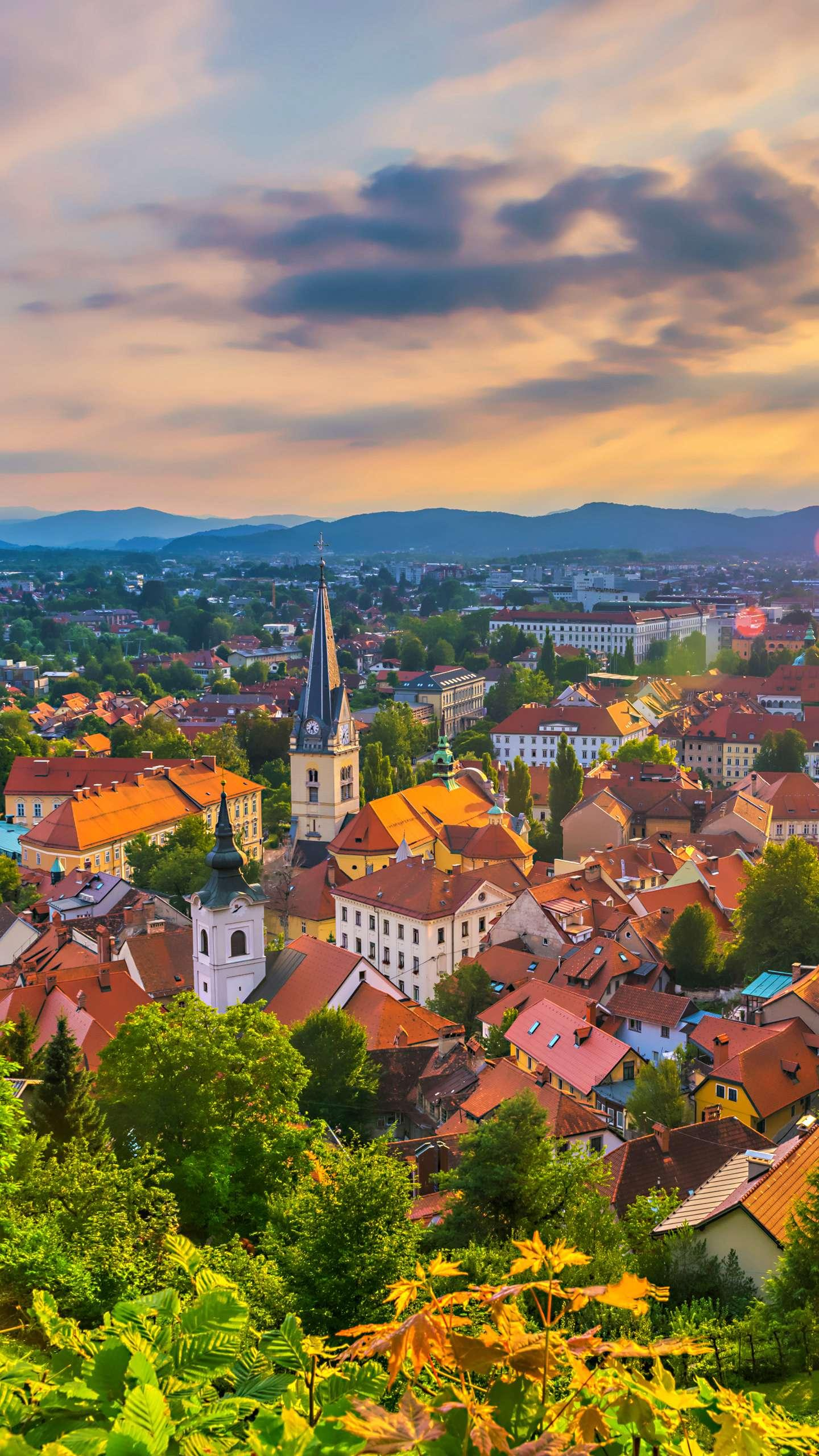 Romantic Eastern Europe tour. Maybe you have not realized, these romantic and romantic tourist destinations in Eastern Europe.