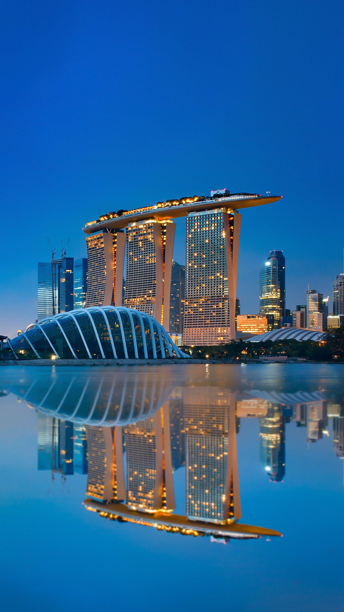 Singapore's futuristic architecture. Let's take a look at these ten super futuristic buildings in Singapore. Don't forget to go shopping next time.