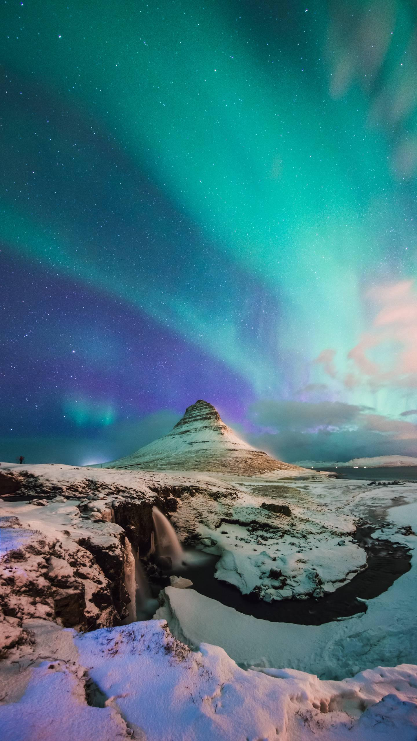 The color of the aurora. In addition to the green aurora, have you seen other colors?