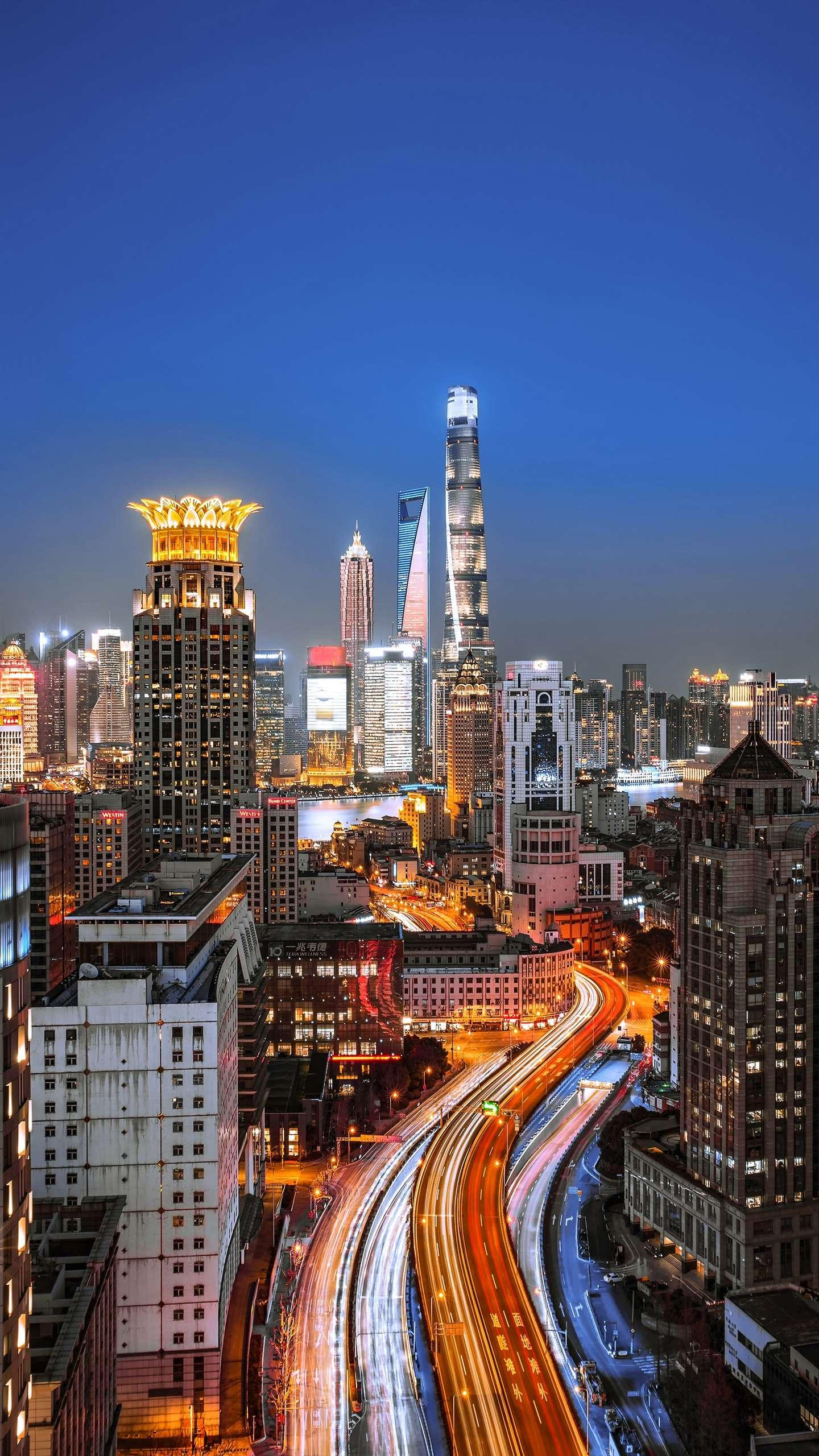Shanghai night view. Shanghai is a city with the most magical temperament, not only modern modern fashion, but also the dignified elegance of traditional ancient architecture.