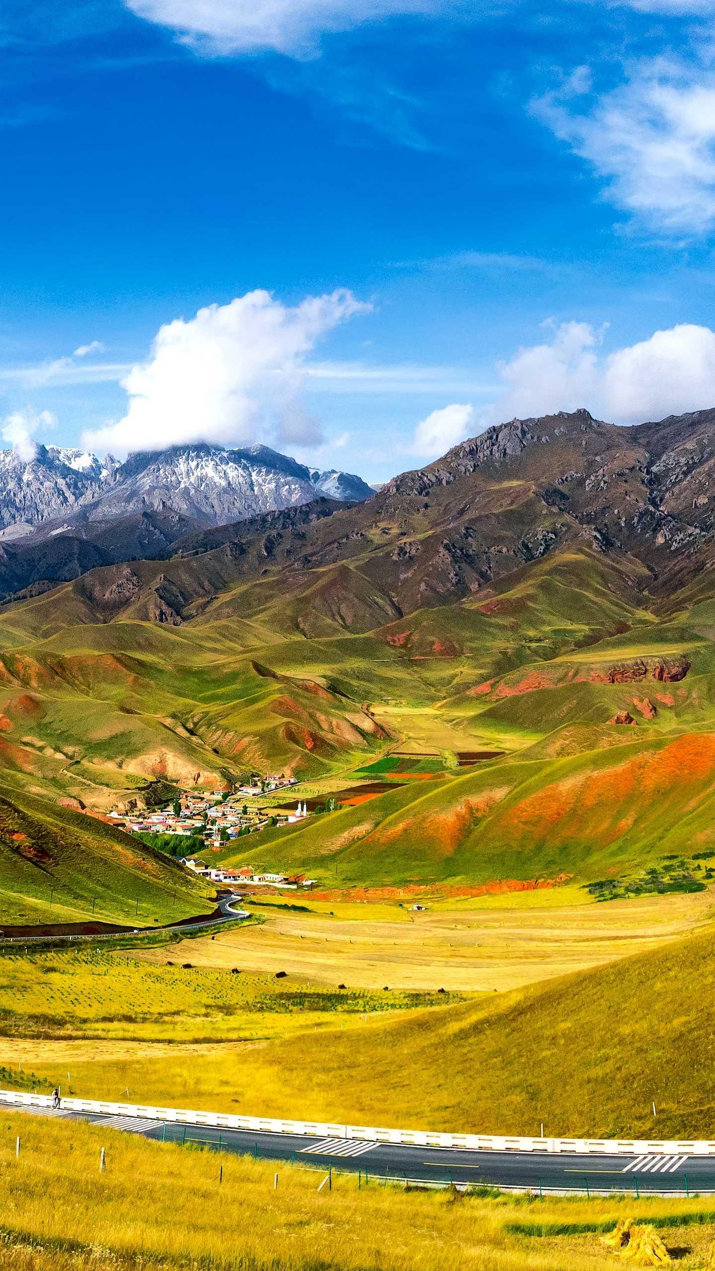 Zall Mountain. Zall Mountain is close to the Babao River and is across the river from the Shenshan Niushan Mountain in the Tibetan area. It is an amazing tourist attraction.