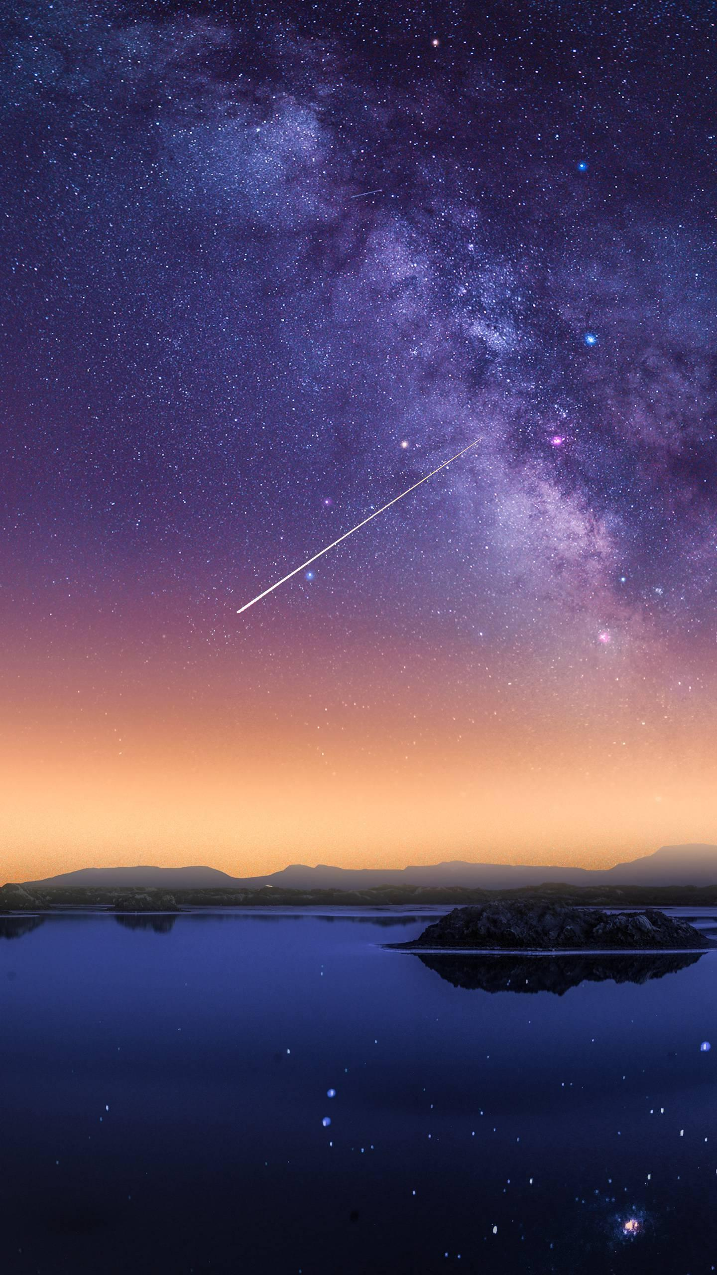 A meteor that glows and glows. Why does a meteor glow? Let's take a look.