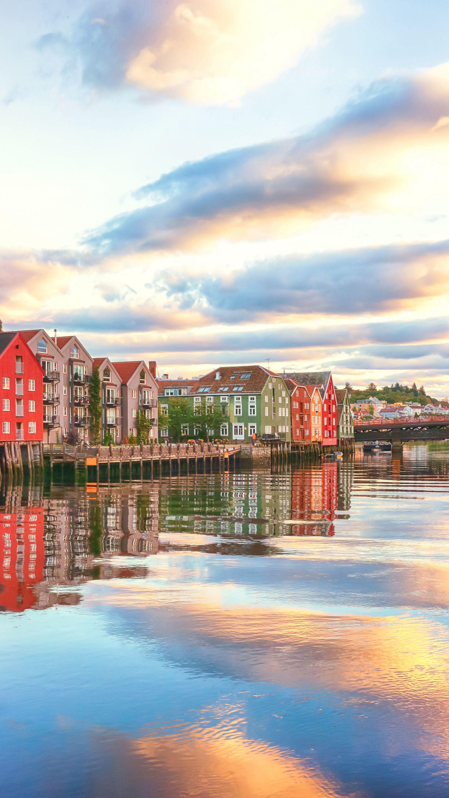 2, Norway Trondheim: Those who look forward to their wedding night will never end, please head in the direction of the Northern Lights. After the wedding, hold a sleepless party, you can dance in the morning sky in Norway.