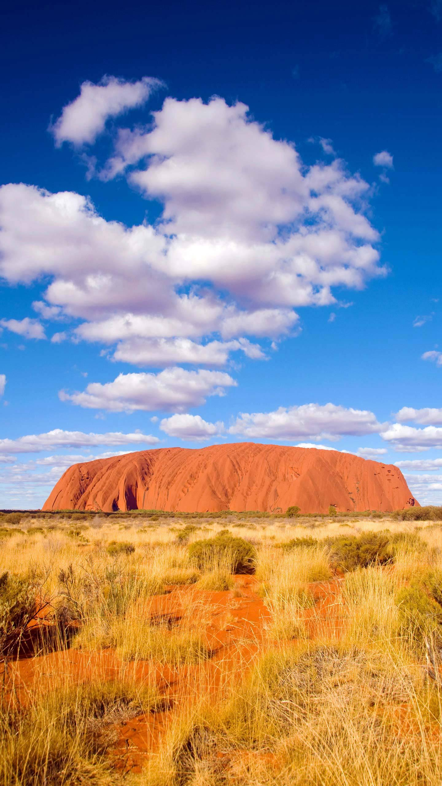 The mystery of Ayers Rock's discoloration. Australia's Ayers Rock will change color with different seasons and different weathers. It is amazing.
