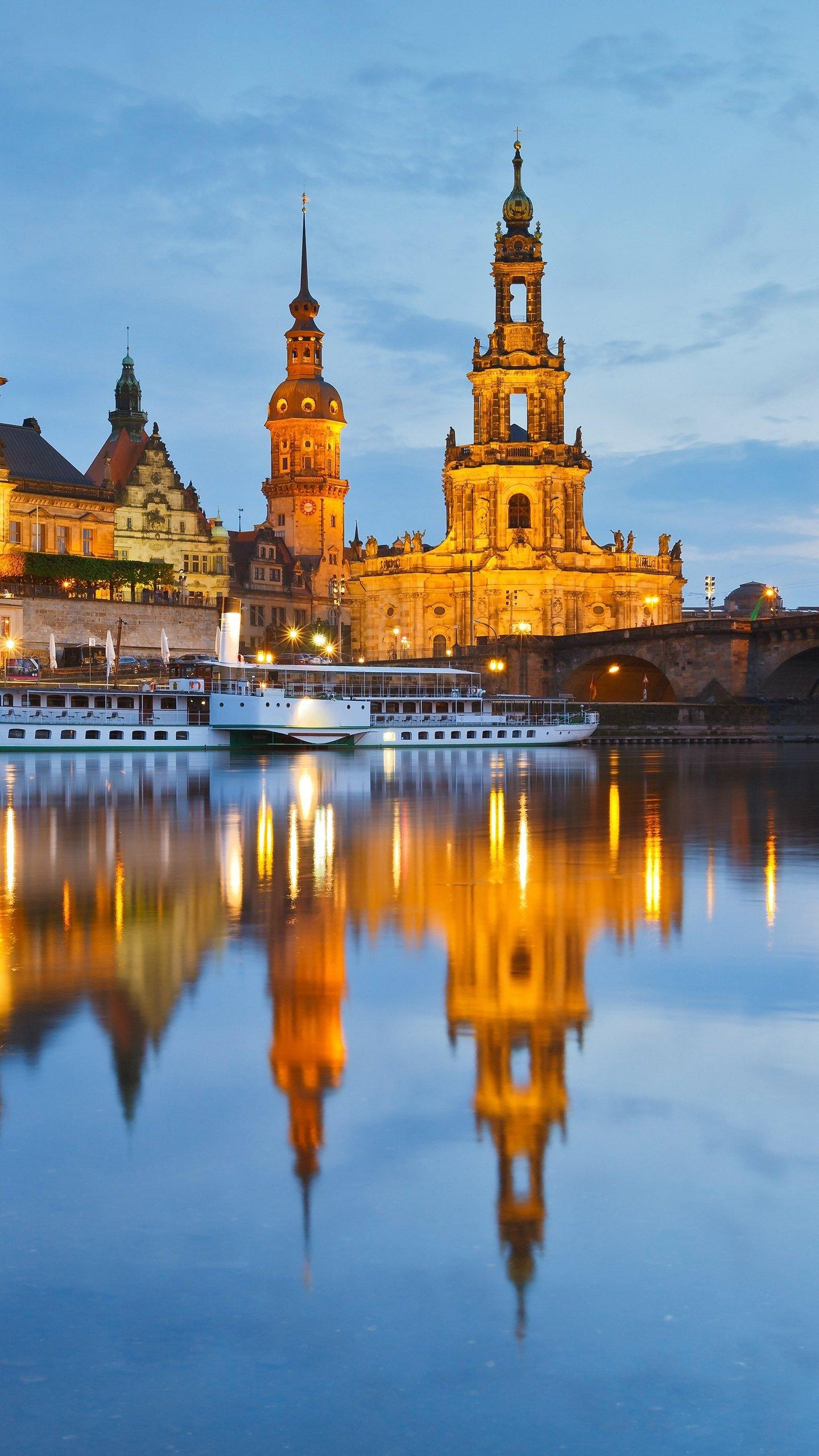 """Germany's most beautiful city. Dresden is Germany's """"cultural endorsement"""", which not only has hundreds of years of prosperity, but also brilliant literature and art."""