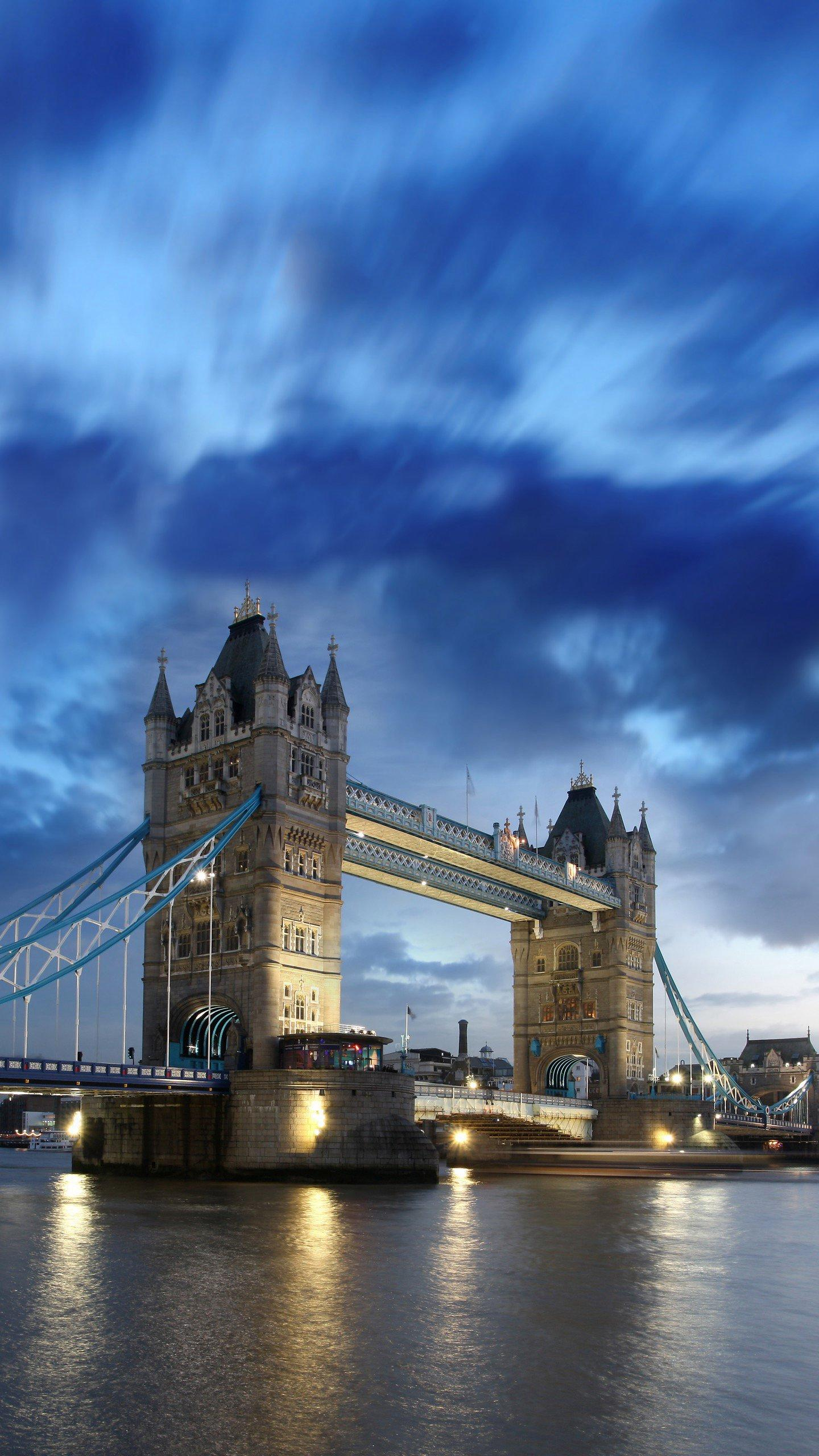 Fly to London for travel. London is a city of perfect blend of history and modern architecture, perfect for travel all year round.