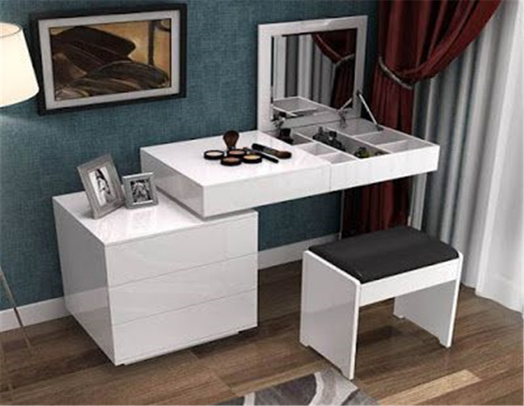 Want some inspiration to design your tiny make up stations? Check these ideas. #homedecorideas; #homedesign#homedecor #makeupstationsdesign