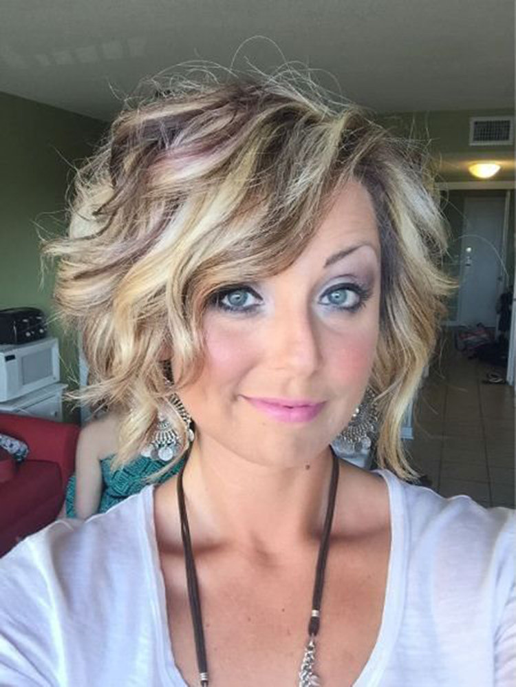 short wave hairstyles; trendy hairstyles and colors 2019; women hair colors; wavy bob haircut; side parted wavy pixie-bob; #wavehairstyles