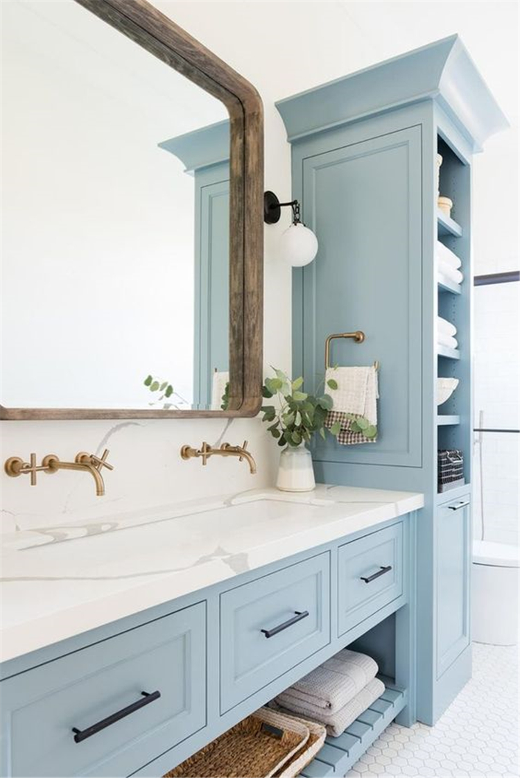 Blue Color Remodelling Your Small Bathroom