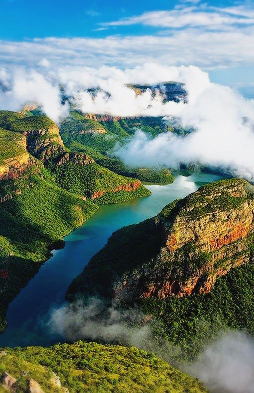 South Africa Drakensberg: If you don't want hard years, maybe we can suggest you to South Africa? There are incredible vineyards in addition to the superb countryside.