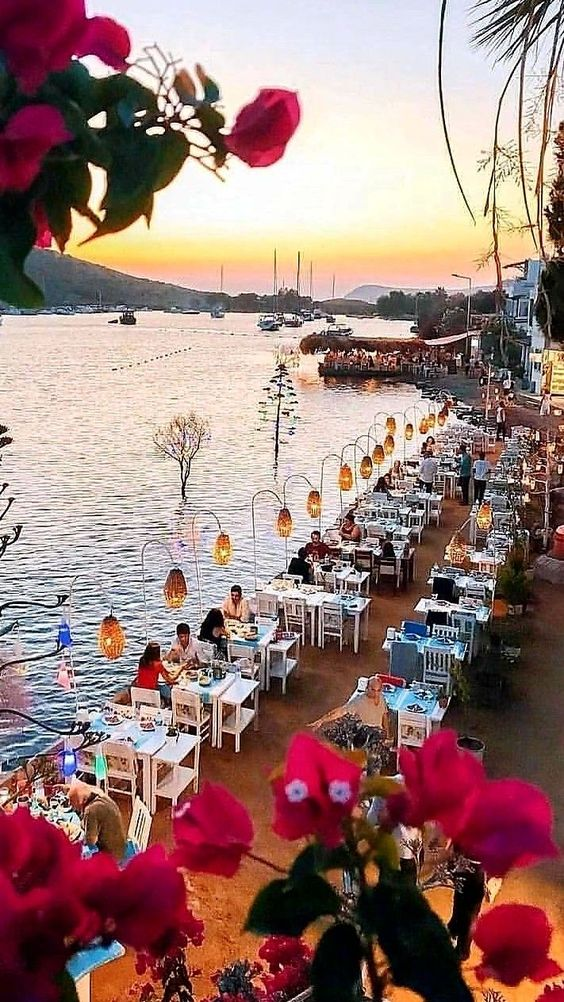 3. Turkey Bodrum: As long as you come to Bodrum for a wedding party, people will be dumped by the intoxicating aroma of the spice market, and you will fall in love with the luxury of the city.