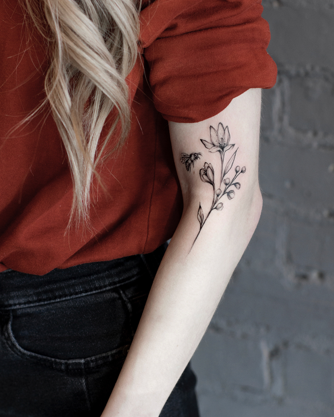 floral arm tattoos design; mini tattoos, simple tattoo, beautiful tattoos, sex tattoos, mini tattoos, meaningful tattoos; chic tattoos