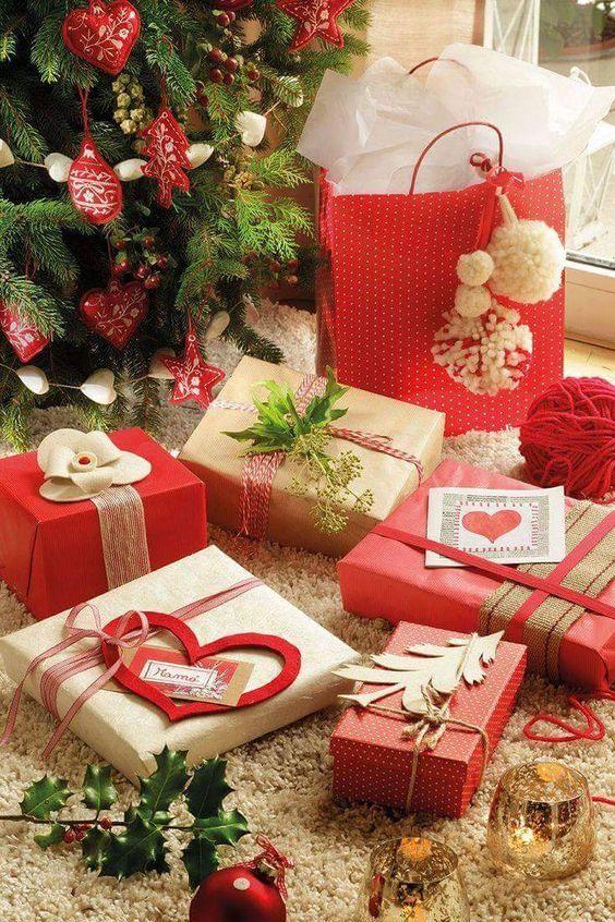 Christmas Decorations; DIY Christmas Centerpiece;Christmas Crafts; Christmas Decor DIY; DIY Christmas Gift