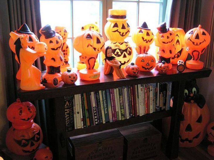 Awesome Vintage Halloween Decorations; 2019 Halloween decor ideas; pumpkin carving ideas; Halloween party decor ideas