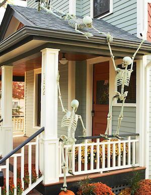 Halloween Porch Decor; 2019 Halloween decor ideas; pumpkin carving ideas; Halloween party decor ideas