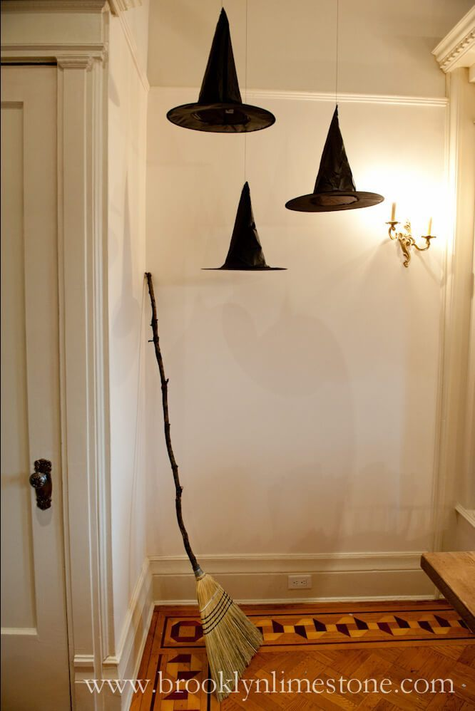 Easy DIY Indoor Halloween Decor and Display Ideas; Halloween home Decor ideas; 2019 Halloween decoration ideas; trick or treat 2019 near me