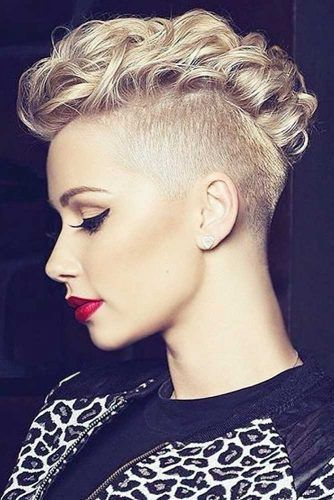 Curly Mohawk Hairstyles for Women; trend hairs in 2019; Curly Mohawk Hairstyle with Flat Twists #hairstyles