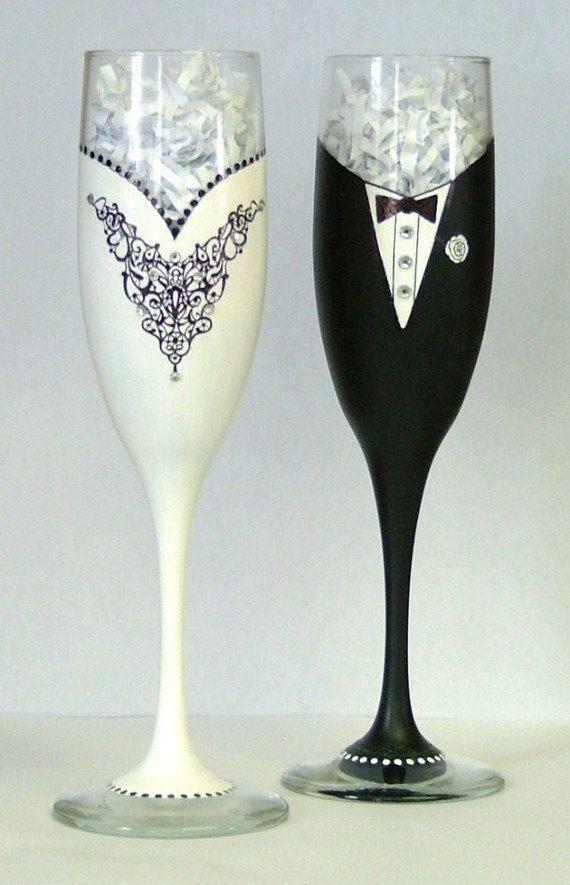 champagne glasses decorated; wedding glasses; personalized wedding glasses; wedding champagne glasses toasting #champagneglasses #weddingdecor