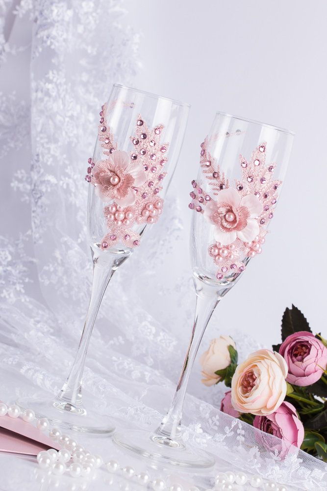 champagne glasses decorated; wedding glasses; personalized wedding glasses; wedding champagne glasses toasting #champagneglasses #weddingdecor
